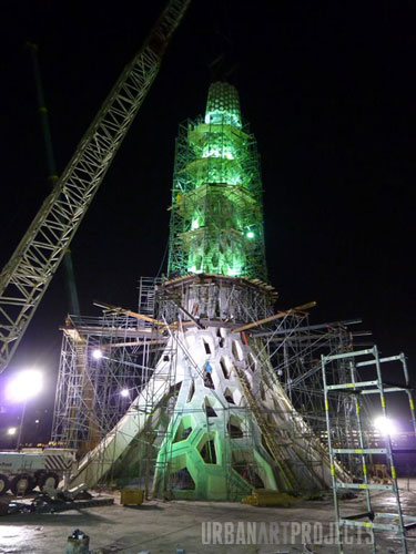 KAUST Beacon Module 5 is lifted into place